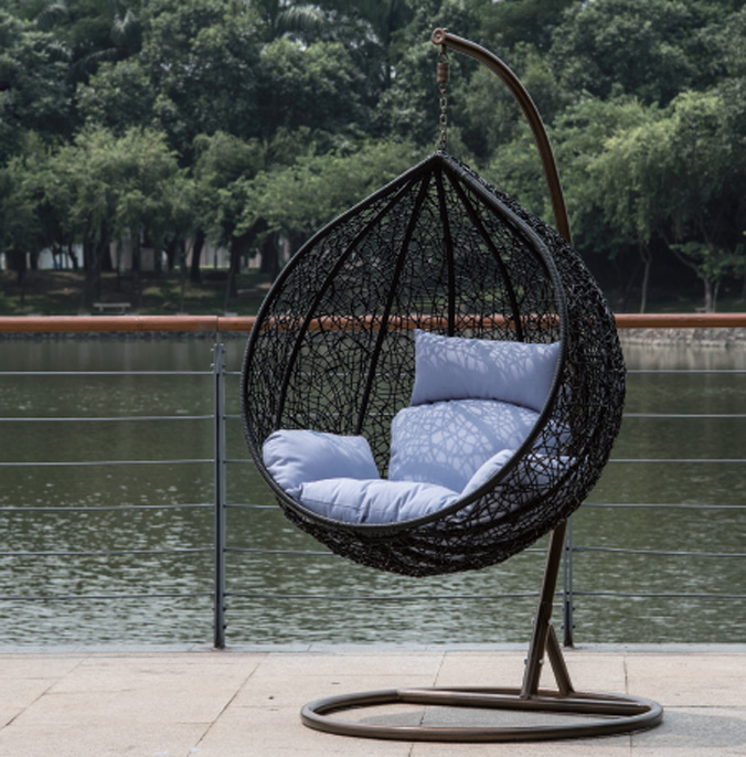 Round swing chair in black for Round porch swing