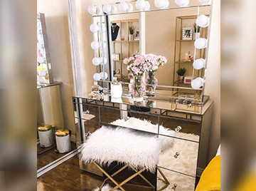 GLAM MAKEUP STATIONS