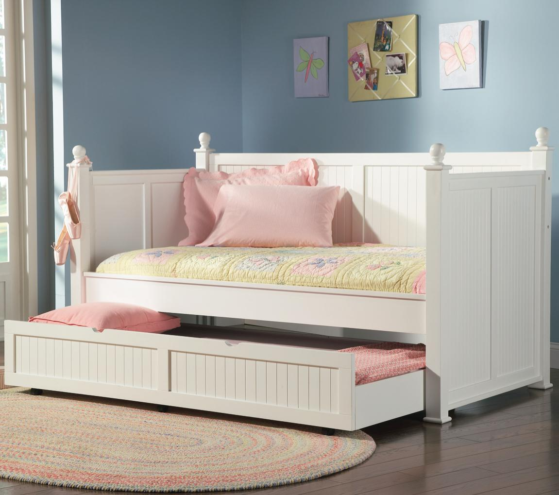 - Wastal White Daybed